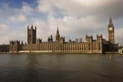 议会和大本钟景色 库存图片