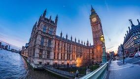 议会和大本钟议院在日落的伦敦 图库摄影
