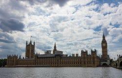 议会和大本钟议院的约旦河西岸视图  免版税图库摄影