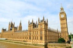 议会和大本钟Clocktower议院  免版税库存照片