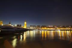 议会在晚上,伦敦,英国大本钟和议院  免版税库存图片