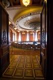 议会大厦内部在布加勒斯特,罗马尼亚 库存图片