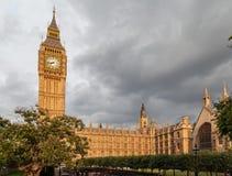 议会大厦和大本钟伦敦英国 库存照片