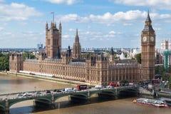 议会大厦和大笨钟・伦敦英国 图库摄影