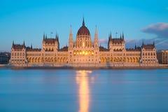 议会大厦在布达佩斯,日落的匈牙利 免版税图库摄影