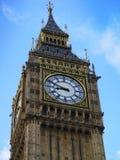 议会大本钟和议院在微明的在伦敦 库存照片
