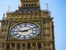 议会大本钟和议院在微明的在伦敦 免版税库存图片