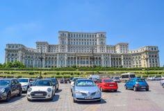 议会宫殿 布加勒斯特结构在严重的天空下 免版税库存照片