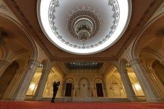 议会旅游参观的宫殿在罗马尼亚 库存图片