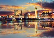 议会晚上,伦敦,英国大本钟和议院 库存照片