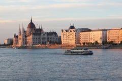 议会概要在布达佩斯匈牙利 免版税库存图片