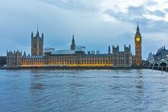 议会议院与大本钟,威斯敏斯特宫殿,伦敦,英国的 免版税库存照片
