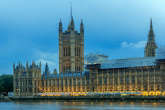 议会,威斯敏斯特宫,伦敦,英国议院夜照片  库存照片