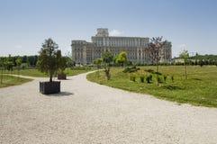 议会,布加勒斯特的宫殿在夏天的 库存照片