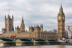 议会-大本钟议院与伊丽莎白塔的 库存照片
