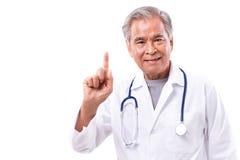 给建议的亚裔医生,显示1个手指姿态 图库摄影