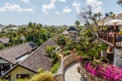 议院和别墅在峭壁在因果上靠岸, Ungasan,巴厘岛,印度尼西亚 库存图片