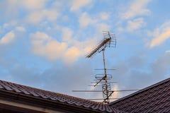 议院和天线在屋顶 免版税库存图片