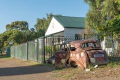 议院和汽车击毁在Nieu贝塞斯达 免版税库存图片