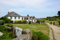 议院和路在Iles de Chausey 免版税库存照片