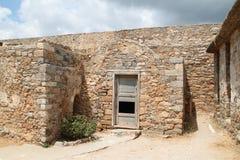 议院废墟,史宾纳隆加岛麻疯病患者殖民地堡垒, Elounda,克利特 免版税图库摄影