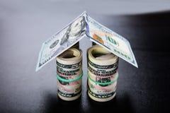 议院由钞票做成 免版税库存照片