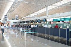 登记处柜台在香港国际机场 图库摄影