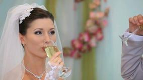 登记婚姻 股票视频