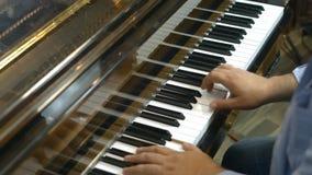 记录的大平台钢琴 股票视频
