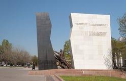 以记念在Aksy事件2002年和2010年4月事件杀害的那些的纪念碑  免版税库存图片