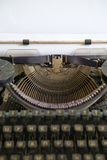 记者减速火箭的打字机 库存照片