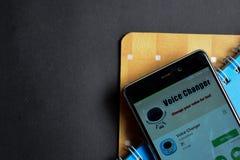 讲在智能手机屏幕上的更换者app dev app 图库摄影