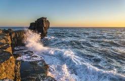 讲坛岩石在风雨如磐的海 免版税库存图片