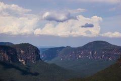 从讲坛岩石的蓝山山脉 免版税图库摄影