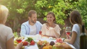 讲话快乐的家庭,当有膳食,一代桥梁,家庭传统时 影视素材