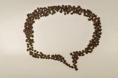 讲话泡影,信息框图象由咖啡豆制成 库存图片