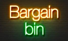 讲价容器霓虹灯广告在砖墙背景 免版税库存图片