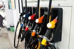 许多上油在油驻地的分配器 库存照片
