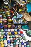 许多上色了黏土碗筷手绘画待售 图库摄影