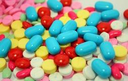 许多上色药片 图库摄影