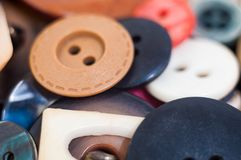 许多不同的大小的和被塑造的按钮 免版税图库摄影