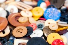 许多不同的大小的和被塑造的按钮 免版税库存照片
