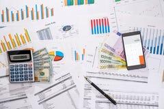 许多与机动性、美元和欧元票据,计算器的企业图表 库存照片