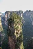 许多与森林的峭壁在连队mansan中国 库存图片