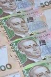 许多乌克兰货币钞票的样式的特写镜头与500 hryvnia面值的  在事务的背景图象在Ukr 库存图片