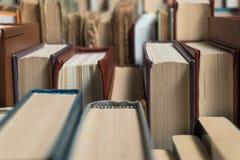 许多书在书店或图书馆 图库摄影