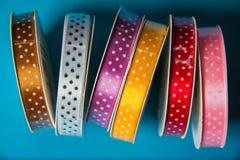 许多五颜六色的丝带 库存图片