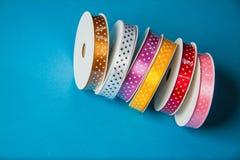 许多五颜六色的丝带 免版税库存图片