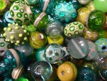 许多五颜六色的玻璃珠 免版税库存图片
