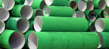 许多五颜六色的绿色纸板卷 图库摄影